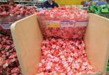 В Нижневартовске накануне Нового года мужчина украл конфет на 7 тысяч рублей