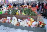 Няганцы почтили память погибших при пожаре в ТРЦ в Кемерове. ФОТОРЕПОРТАЖ