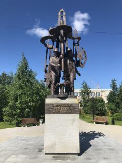 Памятник Нефтяных ремесел мастерам