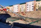 В столице ХМАО развалилась новая детская площадка, построенная по заданию губернатора. ВИДЕО