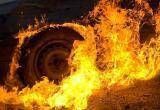 В Сургуте прямо на дороге загорелся автомобиль. ВИДЕО