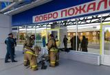 Пожарные «тушили» пожар в спортивном комплексе «Юниор» в Нягани. ФОТО