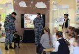 В Нягани общественники и полицейские организовали для школьников выставку собак. ФОТО