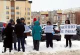 Многодетные и молодые семьи Югры провели акцию протеста против действий властей