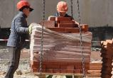 Комарова взяла под контроль ситуацию с задержкой зарплаты строителям
