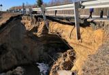 На восстановление разрушенного участка дороги между Нефтеюганском и Пыть-Яхом потребуется неделя