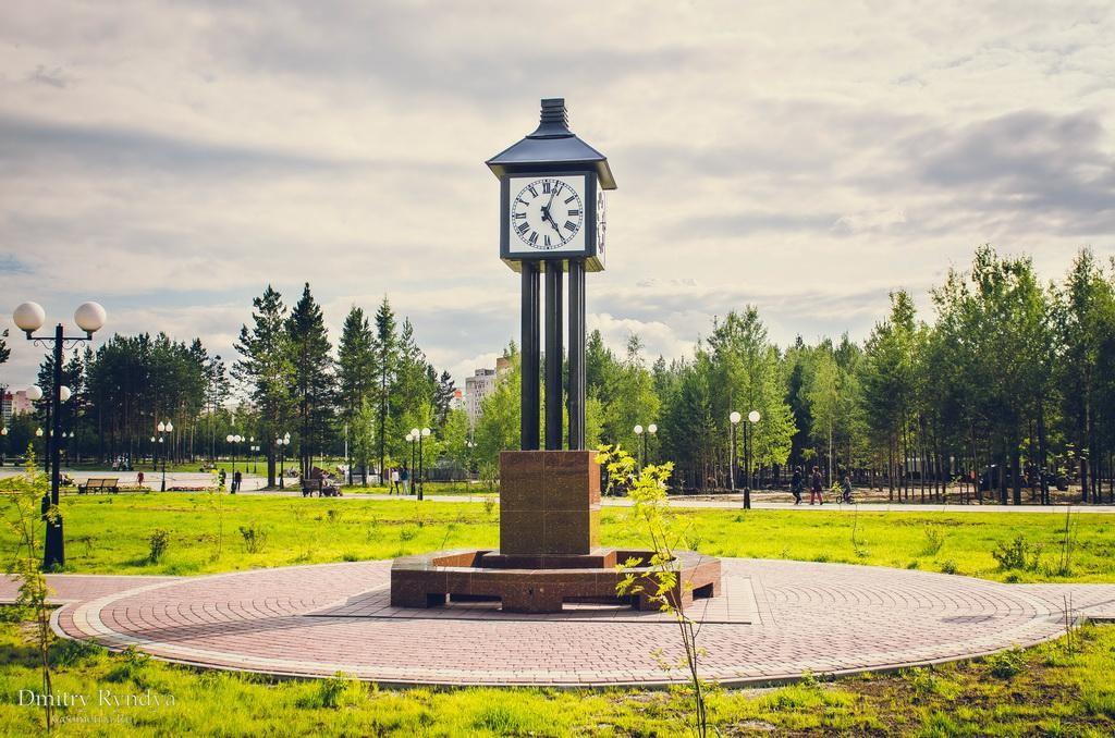 Фото Нягань, Часы в Парке.