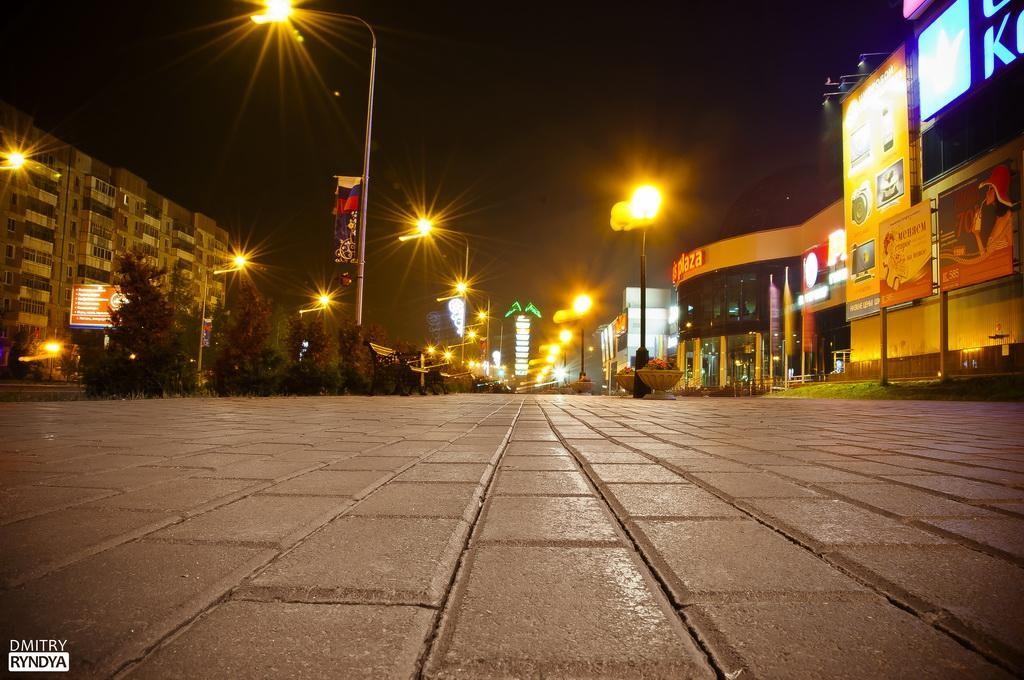 """Фото Нягань, площадь перед ТРК """"Оазис Плаза"""""""