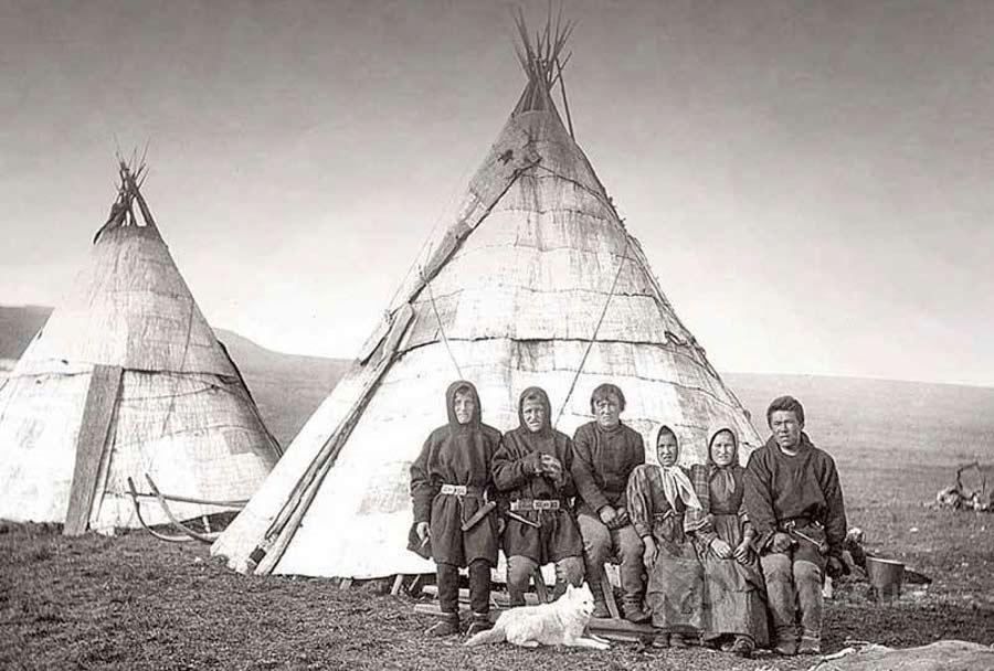 фото людей живущих на урале двух сторон герба